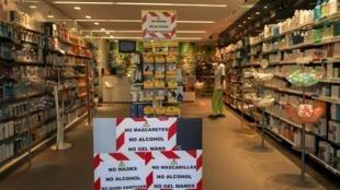 Объявление в аптеке в Барселоне. 14.03.2020