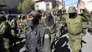 Les agents de police manifestent contre le président Evo Morales, à La Paz, le 22 juin 2012.