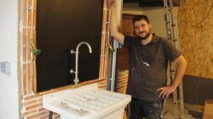 Laurent Jacquet dans son atelier-studio.