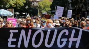 Las acusaciones contra ministros provocaron protestas en Australia donde protestaron miles de personas para reclamar igualdad entre los sexos y contra la violencia y el acoso sexual