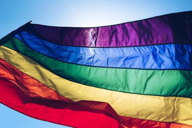 Suíça investiga médico francês que diz curar homossexualidade.