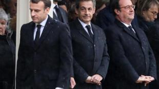 Le président Macron, ses prédécesseurs Nicolas Sarkozy et François Hollande, le 28 mars 2018 à Paris. Derrière eux, le Premier ministre Edouard Philippe et le ministre de l'Economie Bruno Le Maire.