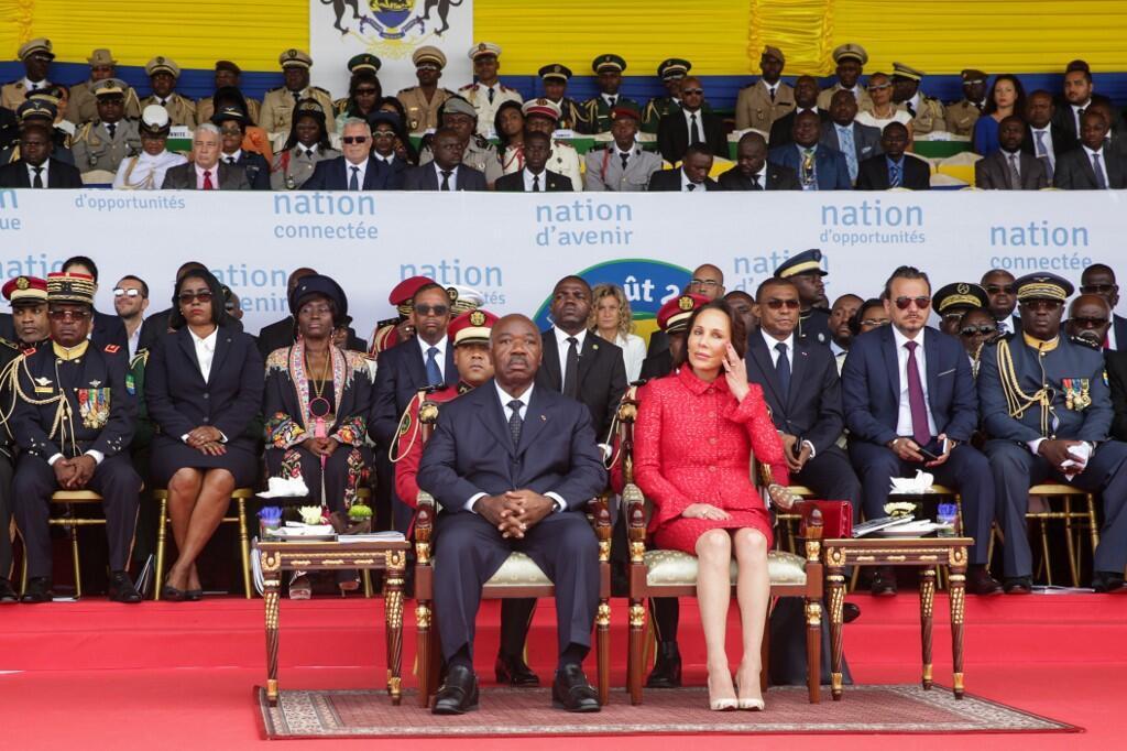L'ancien chef de cabinet de Bongo, Brice Laccruche (à droite derrière le couple présidentiel) le 17 août 2019.