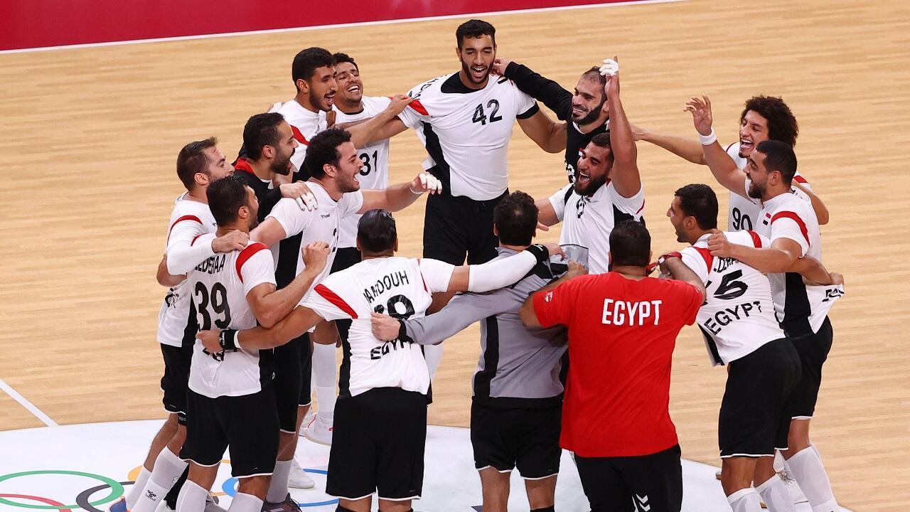 Les joueurs de l'équipe nationale d'Égypte célèbrent leur victoire face à la Suède, le 30 juillet 2021.