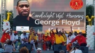 Antigos alunos do liceu Jack Yates em Huston, frequentado por George Floyd, organizaram uma vigília em sua homenagem a 8 de junho.