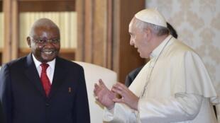 Armando Guebuza, Presidente moçambicano, encontrou-se com o Papa Francisco no Vaticano.