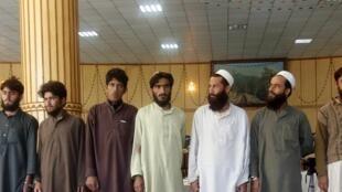 Insurgés talibans et leurs armes capturés par les forces de sécurité afghanes, en décembre 2012.
