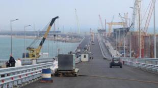 Một phần công trình cầu khổng lồ Crimée nối bán đảo với nước Nga. Ảnh chụp ngày 25/04/2018, phần hạng mục bên đất Nga.