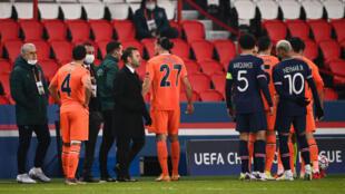 Le match de Ligue des champions opposant le PSG à Basaksehir au Parc des Princes est interrompu, le 8 décembre 2020