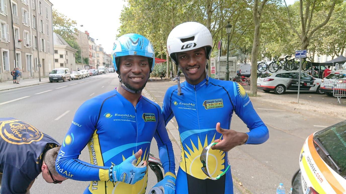 Joseph Areruya et Samuel Mugisha sur le Tour de l'Avenir 2018.