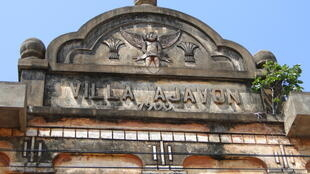 Façade de la Villa Ajavon, à Ouidah.