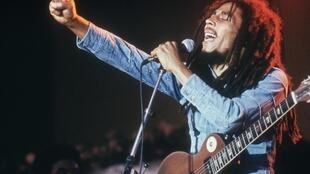 Bob Marley, durante um  concerto  em Gröna Lund, em  Estocolmo, na Suécia.