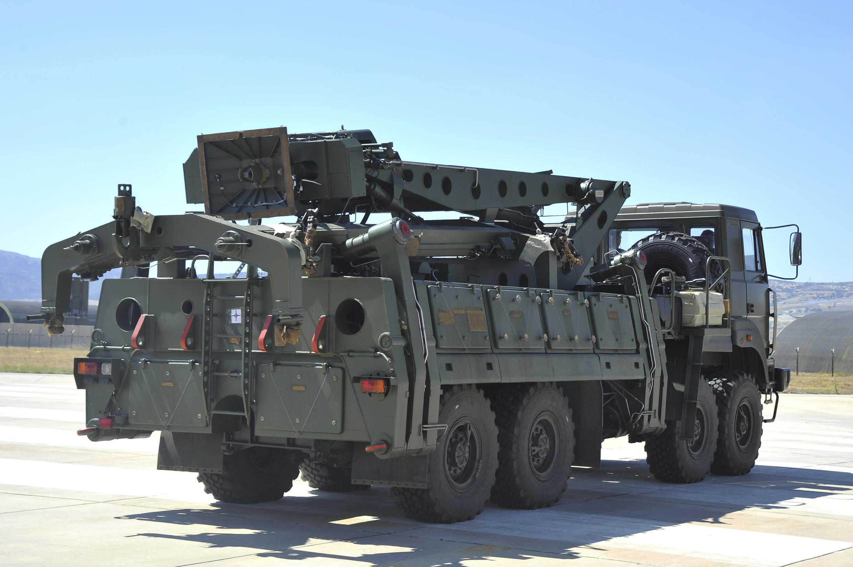2019年,载有S-400防空系统部件的卡车于土耳其安卡拉郊外的默特军事机场。