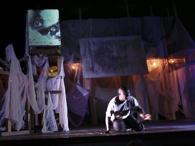 «Cantate de guerre», création aux Francophonies en Limousin. Mise en scène de Harvey Massamba, avec Jean-Louis Ouakabaka, Jaurès Gamba, Simon Winsé et Harvey Massamba.