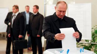 Tổng thống Nga Vladimir Putin bỏ phiếu tại Matxcơva ngày 18/09/2016.