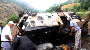 Escalada de violência entre os separatistas curdos do PKK e o exército da Turquia.