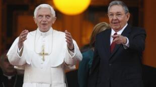 Le pape Benoît XVI et le président cubain Raul Castro, le 27 mars à La Havane.