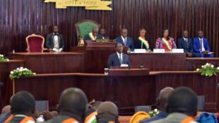 Le président Ouattara devant les députés à l'Assemblée nationale, le 1er avril 2019.