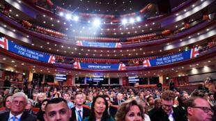 Les participants au congrès des conservateurs pendant le discours du ministre des Affaires étrangères Jeremy Hunt, le 30 septembre 2018.