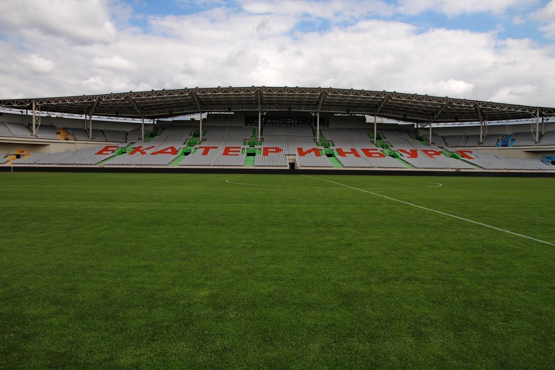 Le stade actuel peut accueillir jusqu'à 27 000 personnes.