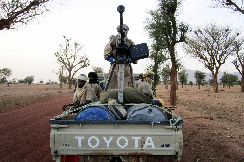 Des combattants du groupe islamiste Ansar Dine dans le nord du Mali, entre Gao et Kidal.