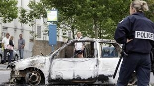 Сгоревший автомобиль в Амьене, 14 августа 2012 года