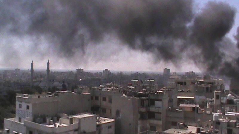 Дым над сирийским городом Хомсом 13 июня 2012 г.