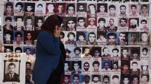 Fotos das vítimas do massacre de 1996 em uma prisão líbia
