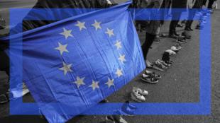 Le bleu symbolise également l'entente, l'honnêteté, voire la paix. Ainsi, les organisations internationales utilisent pour la plupart le bleu pour leur logo.