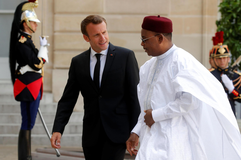 Les présidents français et nigérien Emmanuel Macron et Mahamadou Issoufou, le 4 juin 2018 à l'Elysée.
