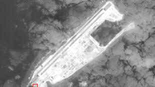 Ảnh vệ tinh chụp ngày 22/02/2017 của CSIS Asia Maritime Transparency Initiative cho thấy những căn cứ được xây dựng trên Đá Chữ Thập, Trường Sa, Biển Đông