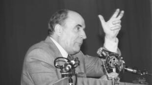 Mitterand en campaña electoral en 1981.