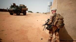 Un soldat français de l'opération Barkhane à Tin Hama au Mali, en octobre 2017.