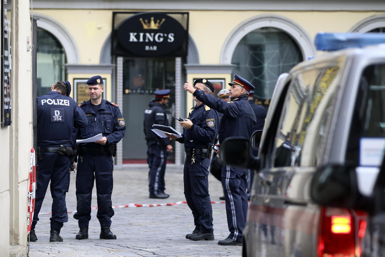 Cảnh sát Áo tại nơi xã súng làm 4 người thiệt mạng ở trung tâm thủ đô Áo, ngày 03/11/2020.