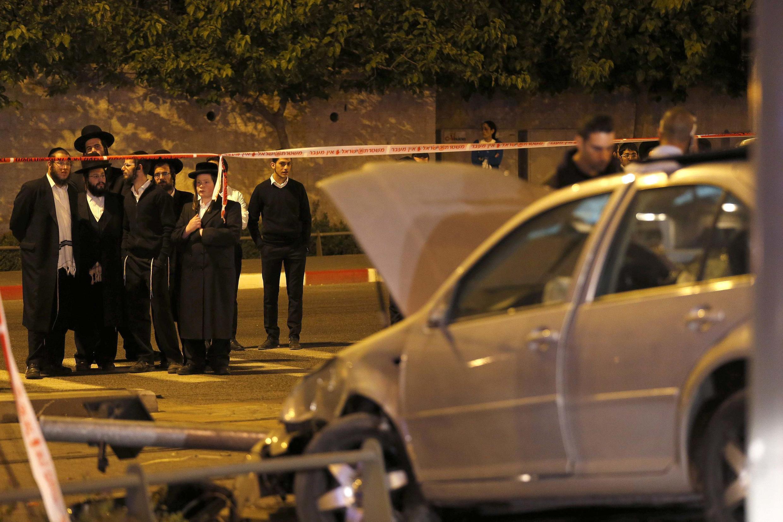 O carro que Abdelrahman Shalodi usou para atropelar as pessoas que desciam do bonde em Jerusalém