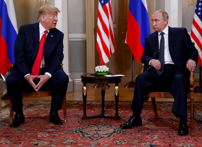 Tổng thống Mỹ Donald Trump (T) gặp đồng nhiệm Nga Vladimir Putin tại Helsinki, Phần Lan, July 16, 2018.