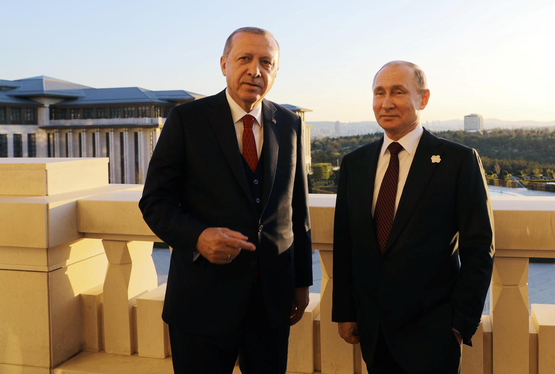 Ảnh minh họa : Tổng thống Vladimir Putin (P) và đồng nhiệm Recep Tayyip Erdogan trước cuộc họp tại Ankara, ngày 03/04/2018.