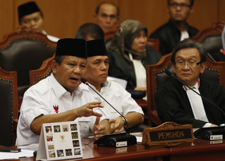 Ứng cử viên thất cử Prabowo Subianto phản đối kết quả bầu cử tổng thông trước Tòa Bảo hiến Indonesia. Ảnh ngày 06/08/2014.