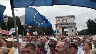 Митинг в Кишиневе оказался самым массовым за последние 25 лет, 6/9/2015
