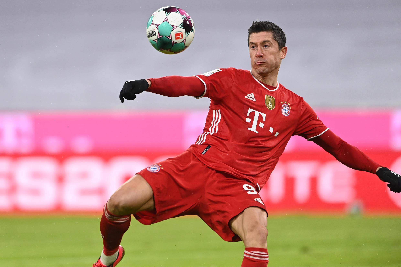 L'attaquant polonais du Bayern Munich, Robert Lewandowski, lors du match de Bundesliga entre le Bayern Munich et l'Armenia Bielefeld, à Munich, le 15 février 2021.