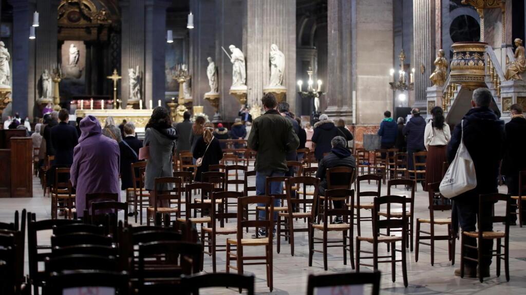 Covid-19: reprise des messes en France avec une jauge contestée