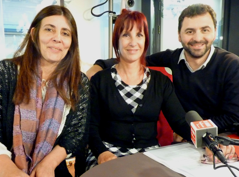 Mariana Herrera, Directora del Banco argentino de Datos Genéticos, Claudia Carlotto Directora de la Comisión argentina por el Derecho a la Identidad y Leonardo Fossati, quien recuperó su verdadera identidad en 2005 en los estudios de RFI