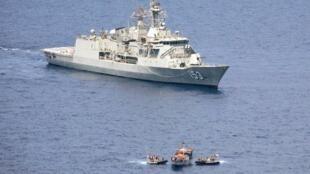 Le 11 avril 2011, un bâtiment de guerre australien arraisone un bateau yéménite dont l'équipage est pris en otage par des pirates somaliens.