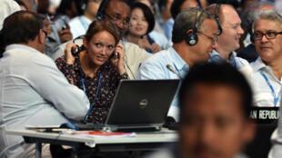 Membros das delegações nacionais reunidos na última plenária da COP 20, em Lima.