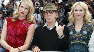 Đạo diễn Woody Allen (giữa)