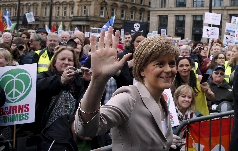 Glasgow « la rouge », qui votait majoritairement travailliste et qui s'est tournée pour ces élections vers le parti indépendantiste SNP. Nicola Sturgeon, chef de file du SNP, à Glasgow, le 4 avril 2015.
