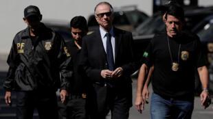 Carlos Arthur Nuzman chega à sede da Polícia Federal no Rio de Janeiro, em 5 de outubro de 2017.
