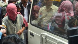 Các nghi can vụ bắt cóc và hiếp dâm du khách Nhật bị áp giải tới toà Calcutta - AFP