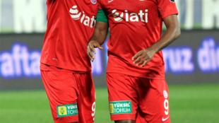 Le Camerounais Samuel Eto'o (à droite).