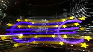 歐元在法蘭克福的標誌夜景
